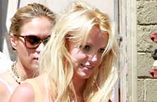 Britney Spears muestra sus extensiones… Ouch! – Gossip & Pics!