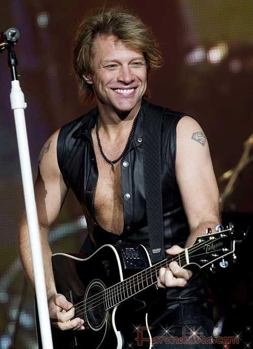 Jon Bon Jovi se lesiona durante concierto en New Jersey