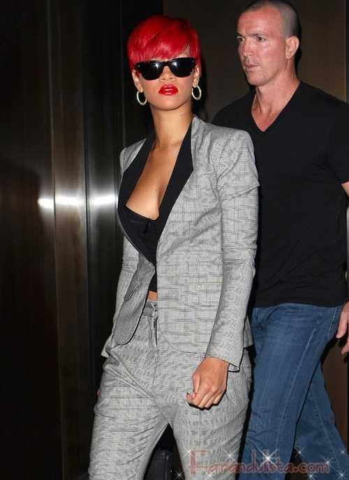 Rihanna retoca su tatuaje del cuello