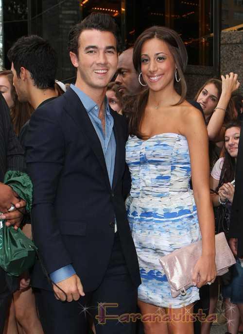 Kevin Jonas y su esposa esperan un baby?