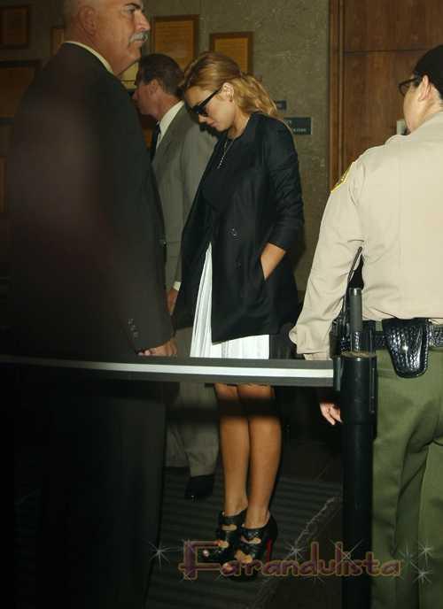 Lindsay Lohan planeando sesion de fotos en rehab para tener cash?