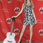 Taylor Swift y su estatua de cera en el Madame Tussaud | Taylor and her wax figure|