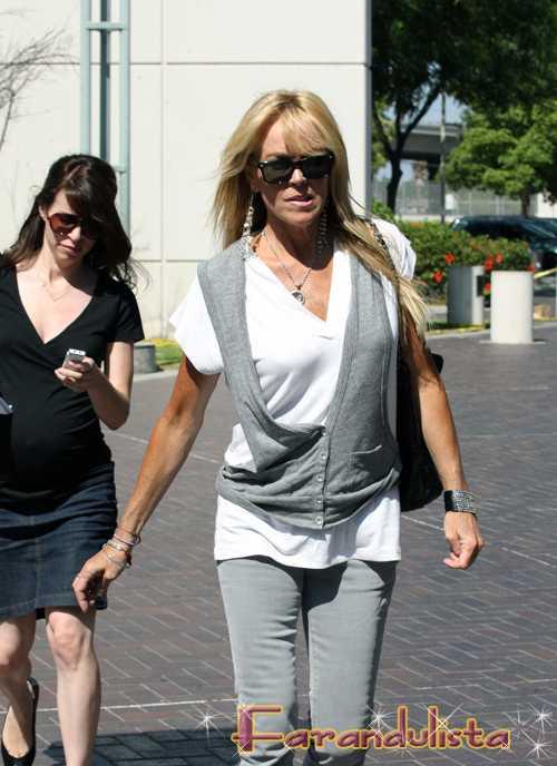 La madre de Lindsay quiere demandar a Glee
