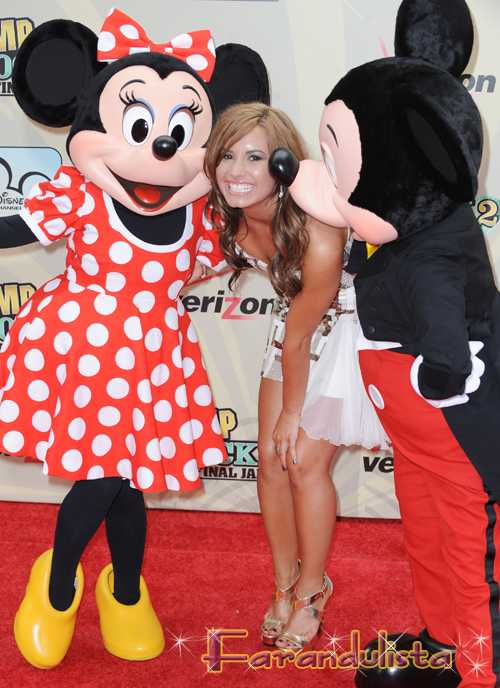Demi Lovato entra a rehab porque...  Why Demi Lovato enters rehab? 