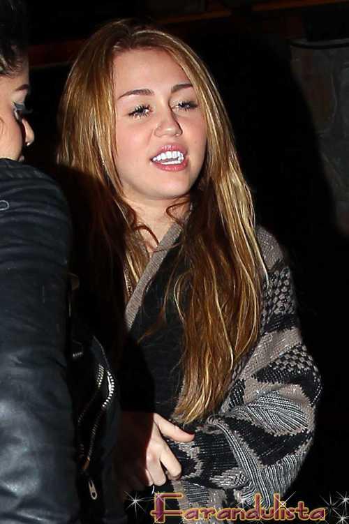 Miley Cyrus fumando hierba en un Bong!? WTF?