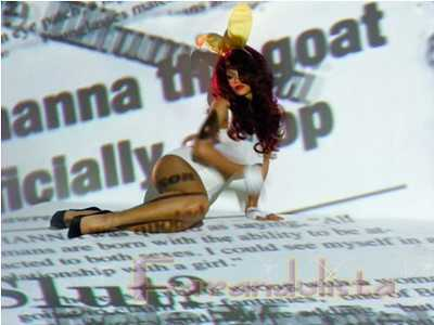Rihanna HOT en su video S&M - Pics! RUMORES!