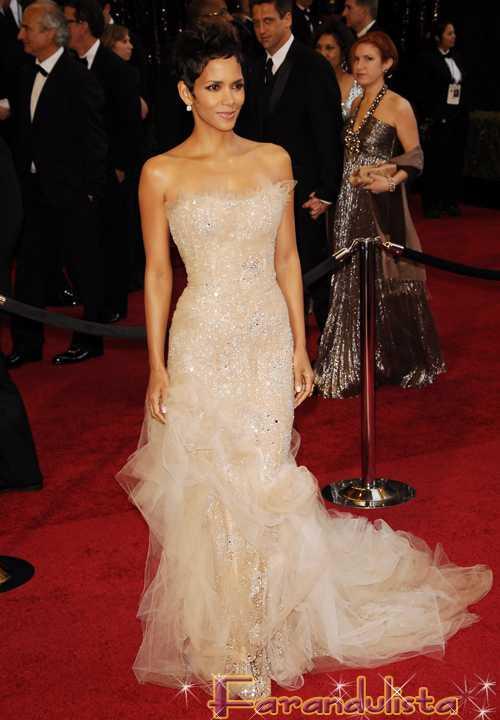 Red Carpet Oscar 2011 - Halle Berry la Mejor Vestida? Poll!