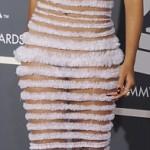 Lady Gaga llega en una huevo a los Grammy 2011 - Ganadores