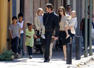 Brad & Ange llevan a sus hijos al super - Plus Gossip del finde