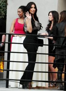 Kim Kardashian orgullosa de aparecer en la portada de Cosmopolitan Armenia