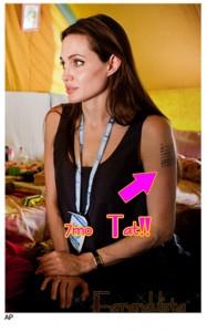 Angelina Jolie muestra un nuevo tattoo - Nuevo baby?? Brad?