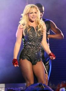 Kellan Lutz dice NOPE al Video I Wanna Go de Britney Spears