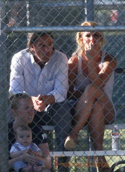 Britney Spears comprometida con Jason Trawick? Anillo?