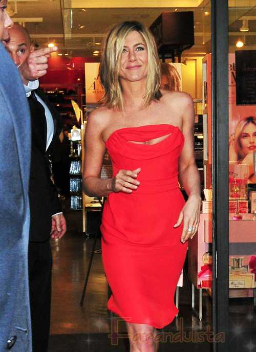 Jennifer Aniston HOT promociona Lolavie en New York