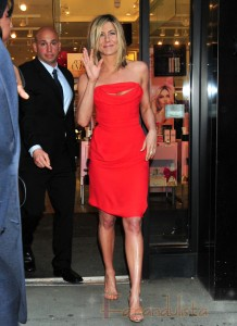 Jennifer Aniston HOT promociona Lolavie en New York