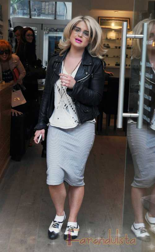 Kelly Osbourne llama a Christina Aguilera Fat B*tch!