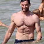 Hugh Jackman en la playa de St. Tropez... Yummy!!!