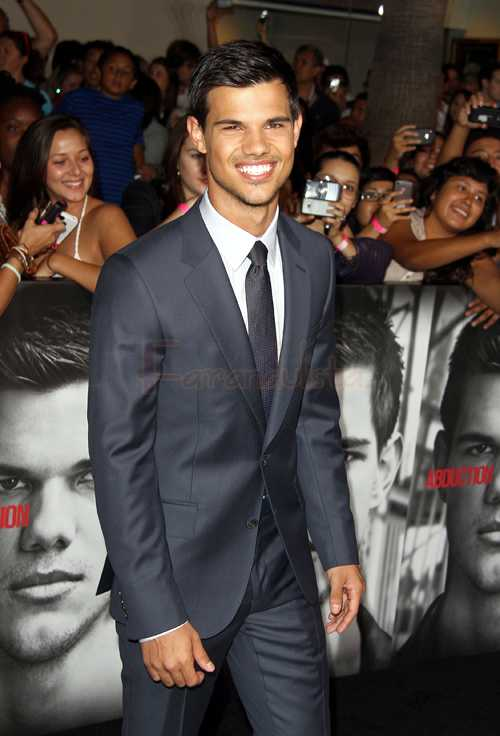 Taylor Lautner se conmueve viendo Breaking Down... WHAT?