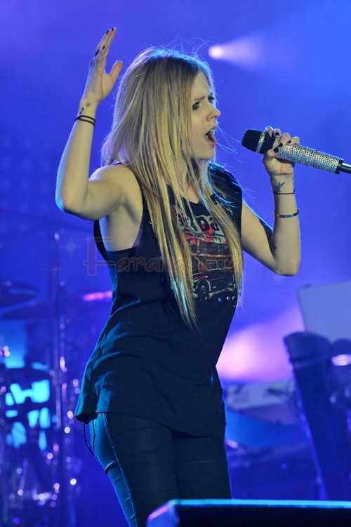 "Avril Lavigne concierto en Francia ""The Fette of Humanity"""