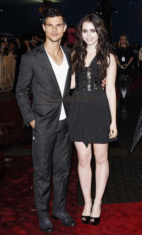 Taylor Lautner y Lily Collins en la Premier de Abduction