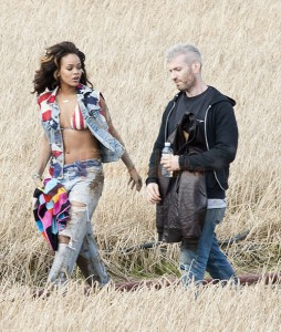 Rihanna filmando We Found Love - Inapropiada? LOL!