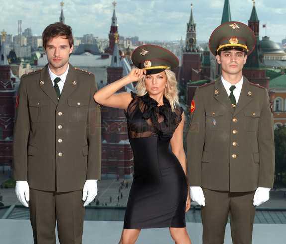 La BEP Fergie lanza nueva fragancia Outspoken Intense