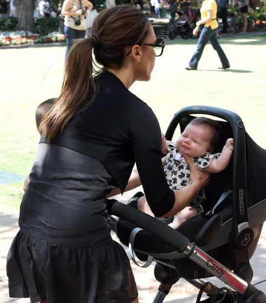 Posh Beckham sale de shopping con baby Harper!
