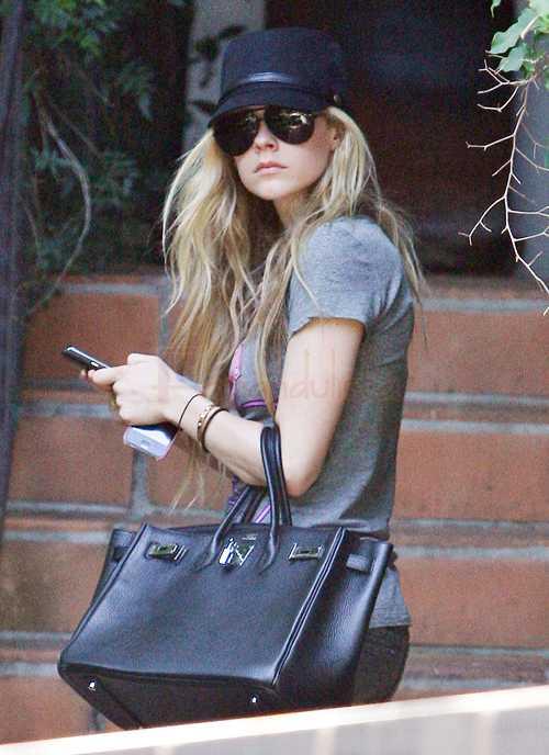 Avril Lavigne ofendida por rumores de embarazo