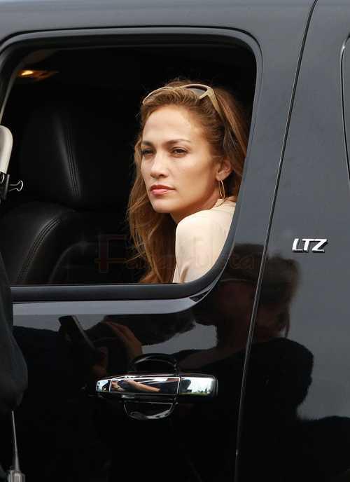 Jennifer Lopez rompe en llanto en el escenario