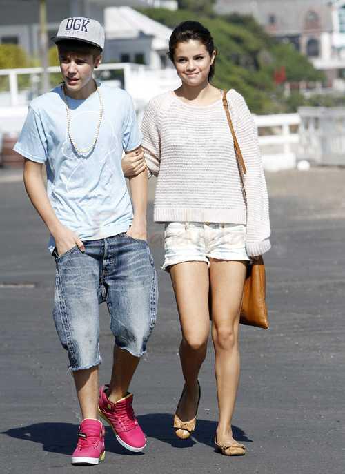 Justin Bieber & Selena Gomez adoptan... un perrito!