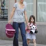 Katie Holmes es una madre trabajadora (como tu y yo, Sure!)