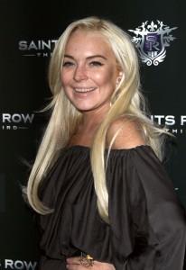 Lindsay quiere que creamos que esos son sus dientes reales... Of course!