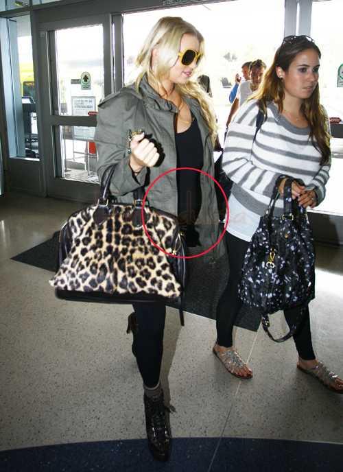 Jessica Simpson ya no oculta su panza - Baby Bump!!!
