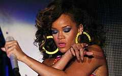 Rihanna y su estatua de cera en el Madame Tussauds [Londres]
