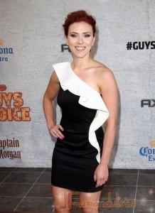 Scarlett Johansson en Cosmopolitan - Photoshop Overload!