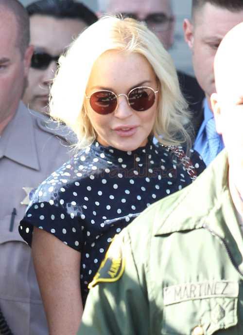 Lindsay Lohan entra y sale de la cárcel - AGAIN!
