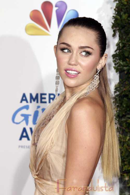 Miley Cyrus insultando a los fans en Costa Rica? Hell NO!