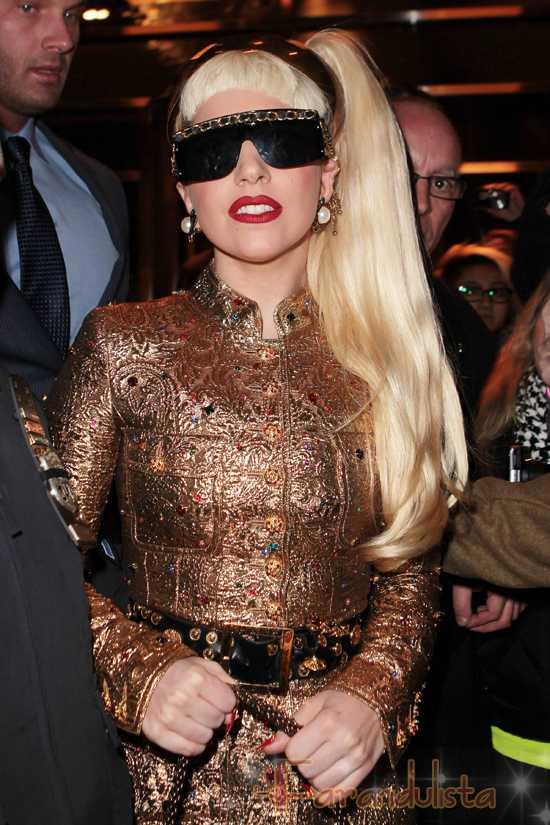 Lady Gaga usa ropa de diseñadores FAKE!