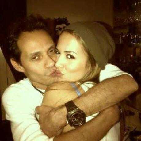 Marc Anthony muestra a su novia Shannon De Lima en FB - Gossip!!