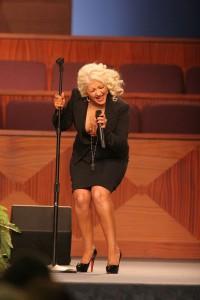 WTF? Christina Aguilera vuelve a ser noticia... Funeral de Etta James