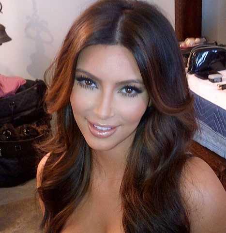 Kim Kardashian se cambia el color del cabello - OH!