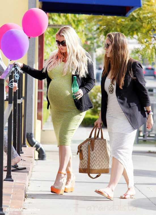 Jessica Simpson comprando ropita rosadita de baby!! Awww