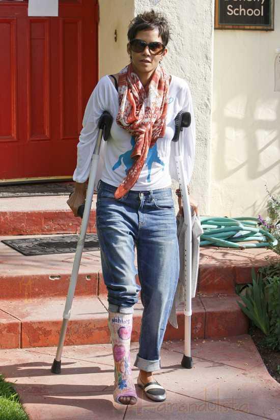 Halle Berry no fue a los Oscars por su pie