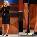 Christina Aguilera en el funeral de Etta James y su fake tan cayendo por sus piernas