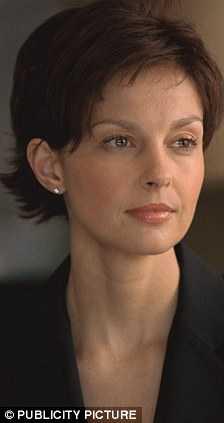 La cara de Ashley Judd - Cirugía o enfermedad?