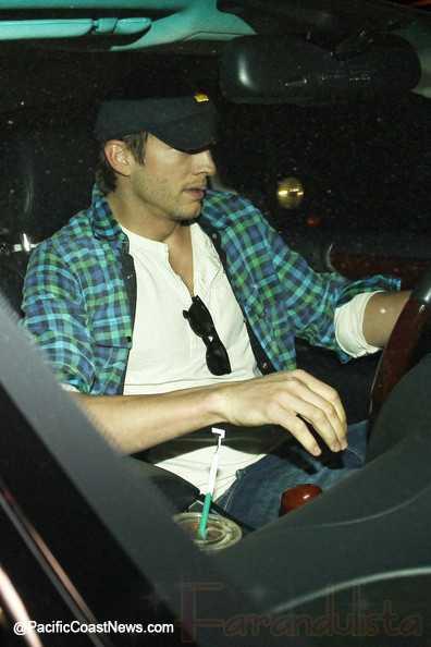 Ashton Kutcher visitó a Demi Moore [dicen fuentes]