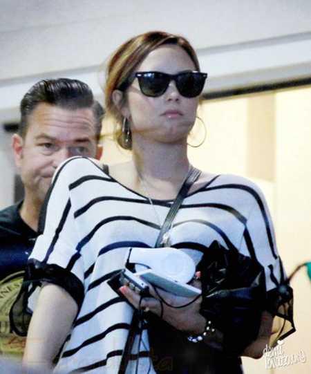 Demi Lovato en el aeropuerto de Los Angeles