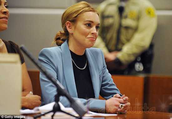 Lindsay Lohan es libre! Le revocaron la libertad condicional!!!