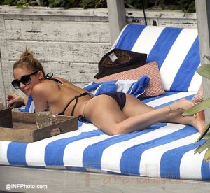 Nicole Richie luce muy bien en Bikini