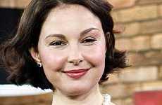 La cara de Ashley Judd – Cirugía o enfermedad?